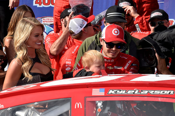 2017 Monster Energy NASCAR Cup Series Auto Club 400 Auto Club Speedway, Fontana, CA USA Sunday 26 March 2017Michael  Kyle Larson World Copyright: Rusty Jarrett/LAT Images ref: Digital Image 17FONrj_5485