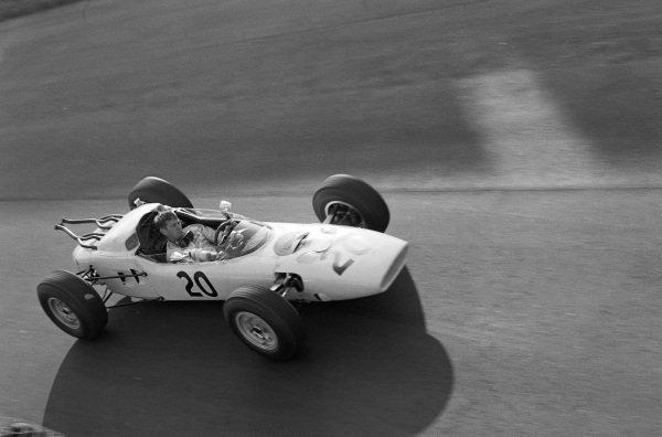 Ronnie Bucknum, Honda RA271, driving without a helmet.