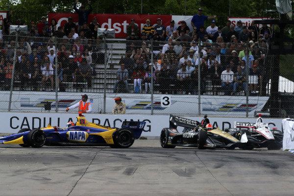 Josef Newgarden, Team Penske Chevrolet, James Hinchcliffe, Arrow Schmidt Peterson Motorsports Honda, Alexander Rossi, Andretti Autosport Honda crash in turn three
