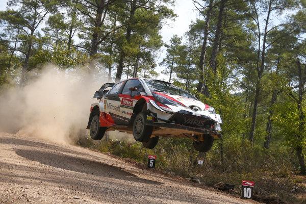 Jari-Matti Latvala, Toyota Gazoo Racing, Toyota Yaris WRC 2018, jumping on the Shakedown test