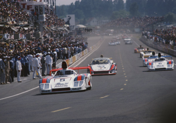 Jacky Ickx / Henri Pescarolo / Jochen Mass, Martini Racing Porsche System, Porsche 936/78, leads the field.