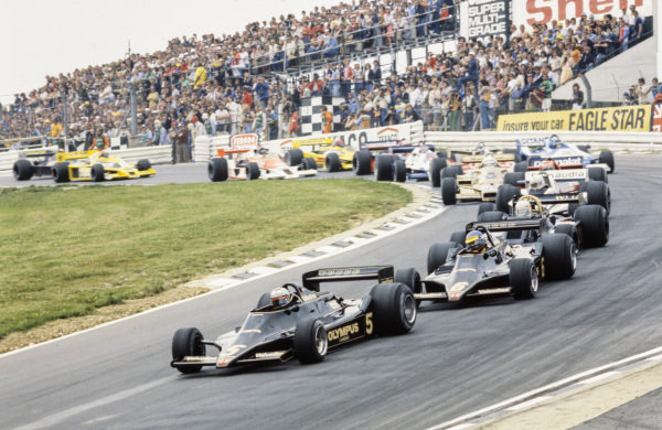 Mario Andretti, Lotus 79 Ford leads Ronnie Peterson, Lotus 79 Ford, Jody Scheckter, Wolf WR5 Ford and Alan Jones, Williams FW06 Ford.