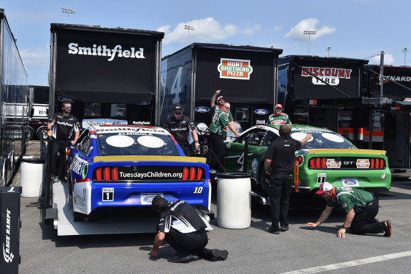 #10: Aric Almirola, Stewart-Haas Racing, Ford Mustang Smithfield/Tuesday's Children and #4: Kevin Harvick, Stewart-Haas Racing, Ford Mustang Hunt Brothers Pizza