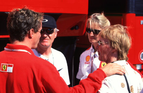 1998 German Grand Prix.Hockenheim, Germany.31/7-2/8 1998.Eddie Irvine (Ferrari) with his Mum, Dad and sister Sonia.World Copyright - LAT Photographic