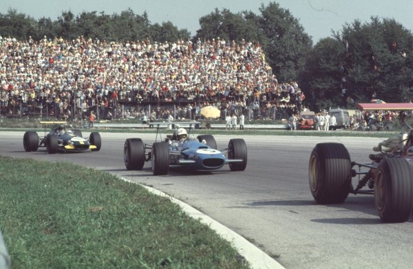 1968 Italian Grand Prix.Monza, Italy6-8 September 1968.Johnny Sevoz-Gavin (Matra MS10 Ford) leads Jochen Rindt (Brabham BT26 Repco). Servoz-Gavin finished in 2nd position.Ref-68 ITA 42.World Copyright - LAT Photographic
