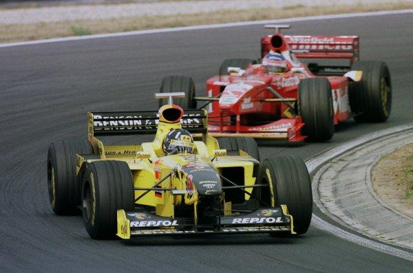 1998 Hungarian Grand Prix.Hungaroring, Budapest, Hungary.14-16 August 1998.Damon Hill (Jordan 198 Mugen Honda) leads Jacques Villeneuve (Williams FW20 Mecachrome).World Copyright - Steve Etherington/LAT Photographic