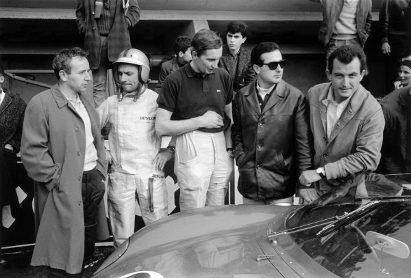 1963 Le Mans 24 hours. Le Mans, France. 15-16 June 1963. The Ferrari drivers in the pits, left-to-right: John Surtees, Willy Mairesse, Michael Parkes, Lorenzo Bandini and Ludovico Scarfiotti. The Bandini / Scarfiotti Ferrari 250 P, finished in 1st position, portrait. World Copyright: LAT Photographic Ref: Autosport b&w print
