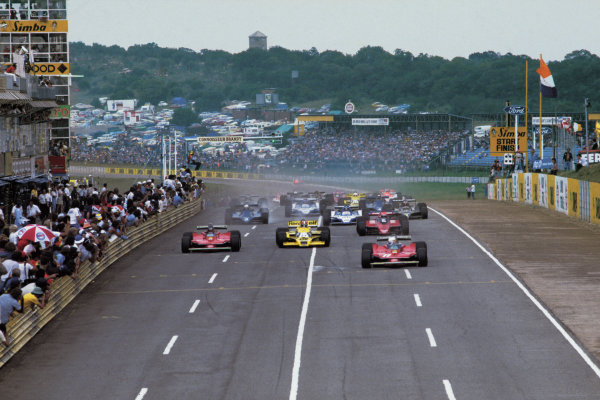 Kyalami, South Africa. 1 - 3 March 1979.Jean-Pierre Jabouille (Renault RS01) battles with Jody Scheckter (Ferrari 312T4) for the lead followed by Gilles Villeneuve (Ferrari 312T4) and Niki Lauda (Brabham BT48 Alfa Romeo) at the start, action. World Copyright: LAT Photographic.Ref: 79SA19