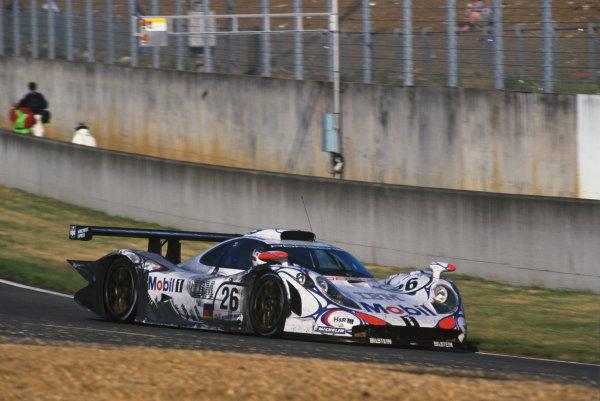 Le Mans, France. 6th - 7th June 1998.Allan McNish/Laurent Aiello/Stephane Ortelli (Porsche 911 GT1-98) 1st position, action.World Copyright: LAT Photographic.Ref: 98LM02.
