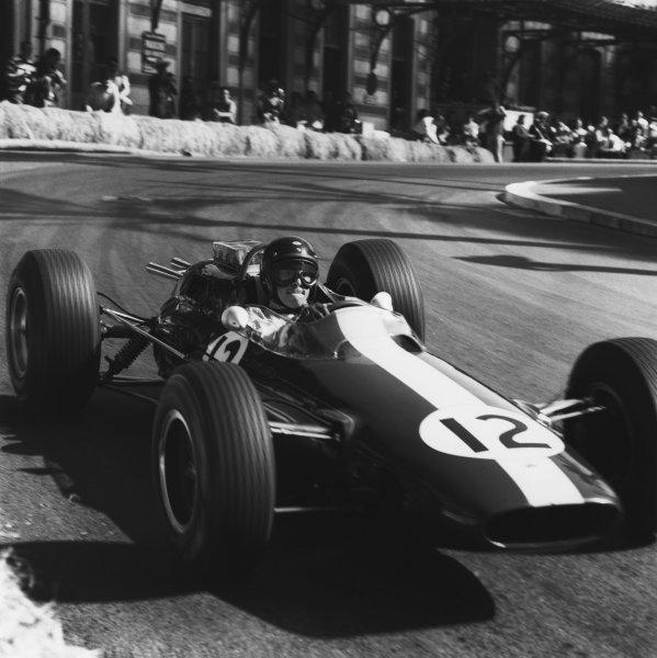 1964 Monaco Grand Prix. Monte Carlo, Monaco. 10th May 1964. Rd 1. Jim Clark (Lotus 25-Climax), 4th position, action. World Copyright: LAT Photographic. Ref: 24227.