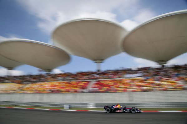 2007 Chinese Grand Prix - Saturday Qualifying Shanghai International Circuit, Shanghai, China 6th October 2007. David Coulthard, Red Bull Racing RB3 Renault. Action.  World Copyright: Steve Etherington/LAT Photographic ref: Digital Image WI2T7069