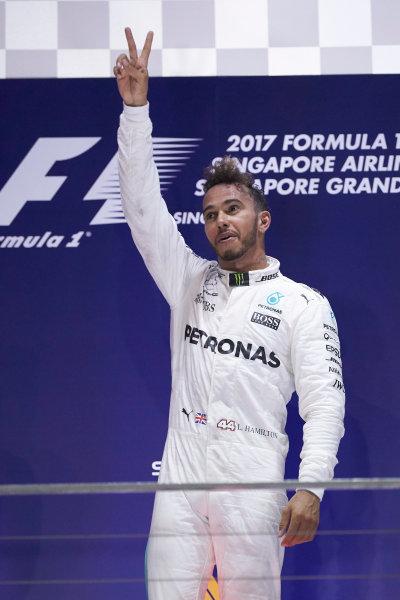 Marina Bay Circuit, Marina Bay, Singapore. Sunday 17 September 2017. Lewis Hamilton, Mercedes AMG, 1st Position, celebrates victory on the podium. World Copyright: Steve Etherington/LAT Images  ref: Digital Image SNE17250