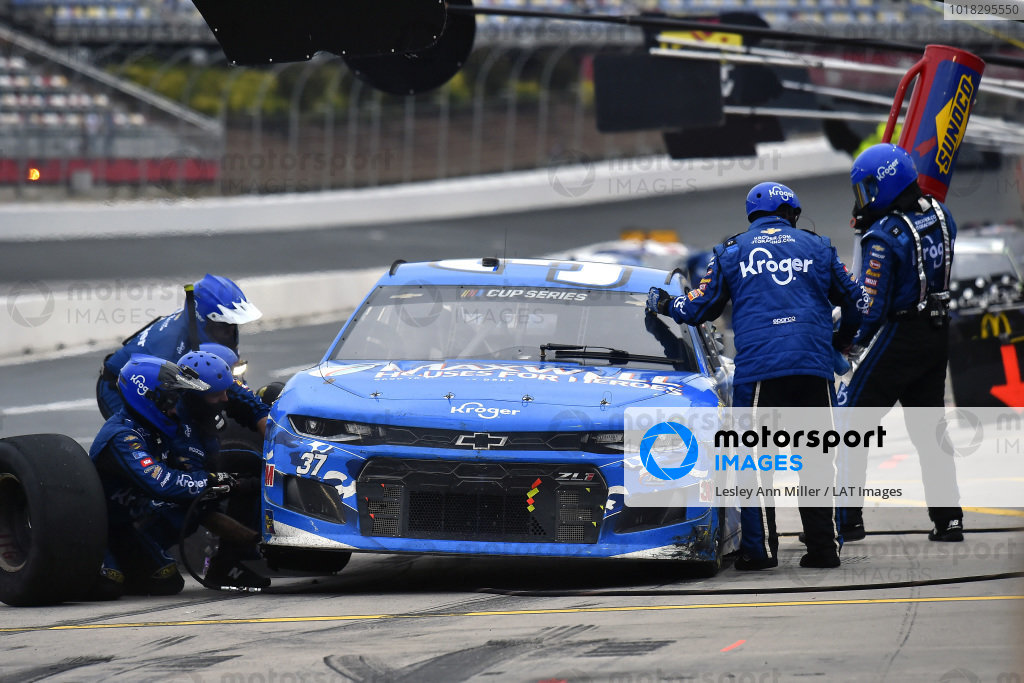 #37: Ryan Preece, JTG Daugherty Racing, Chevrolet Camaro Maxwell Houses for Heroes pit stop