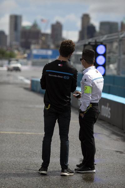 Nyck de Vries (NLD), Mercedes Benz EQ, and Albert Lau, Race Engineer, Mercedes Benz EQ