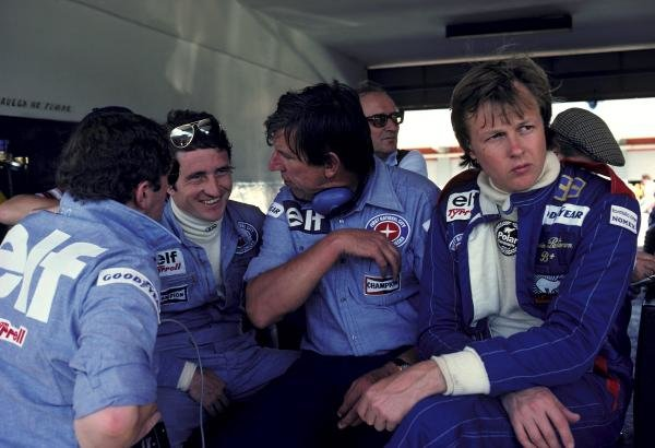 (L to R): Race retiree Patrick Depailler (FRA) Tyrrell talks with Ken Tyrrell (GBR) Tyrrell Team Owner as new Tyrrell recruit Ronnie Peterson (SWE), who spun out of the race on lap 29, joins them on the paddock wall.Argentinean Grand Prix, Rd1, Buenos Aires No. 15, Argentina, 9 January 1977.BEST IMAGE