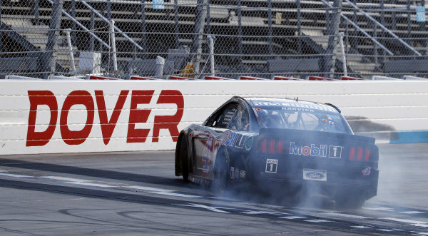 #4: Kevin Harvick, Stewart-Haas Racing, Ford Mustang Mobil 1 celebrates his victory