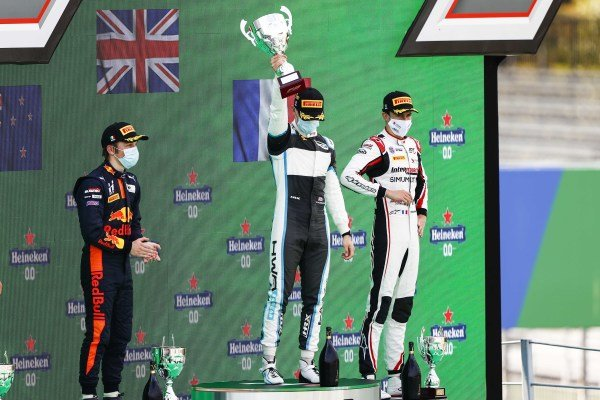 Liam Lawson (NZL, HITECH GRAND PRIX), race Winner Jake Hughes (GBR, HWA RACELAB) and Theo Pourchaire (FRA, ART GRAND PRIX) celebrate on the podium with the trophy