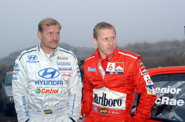 World Rally Championship, Rally of Argentina, May 16-19, 2002.Juha Kankkunenand Alister McRae contemplate driving through stage 19 in the fog and mist.Photo: Ralph Hardwick/LAT