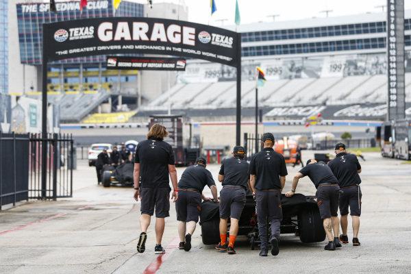 #5: Pato O'Ward, Arrow McLaren SP Chevrolet, Crew
