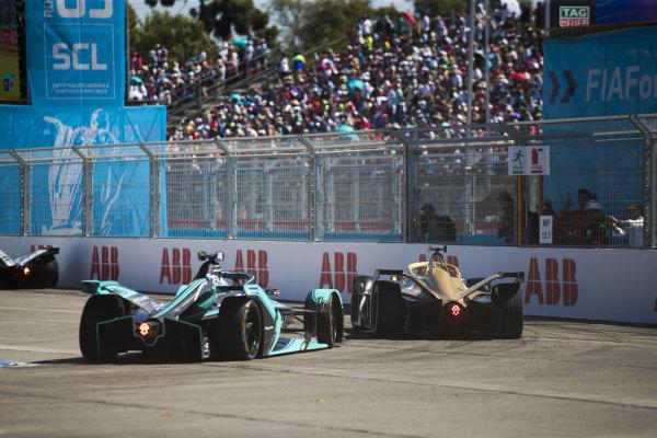 Andre Lotterer (DEU), DS TECHEETAH, DS E-Tense FE19 leads Nelson Piquet Jr. (BRA), Panasonic Jaguar Racing, Jaguar I-Type 3