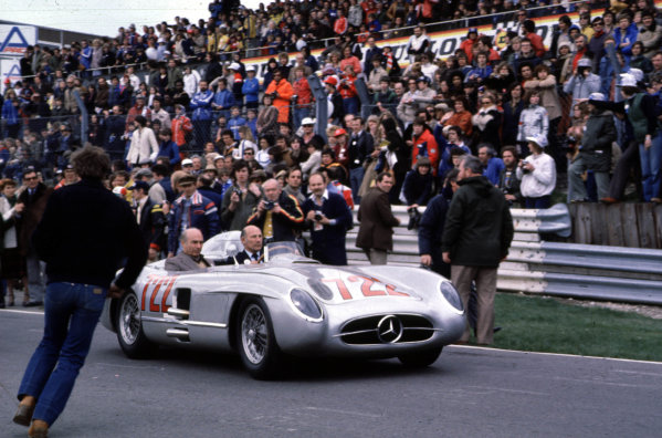 Juan Manuel Fangio and Stirling Moss (Mercedes-Benz) at Brands Hatch.Ref-F1A 04.World - LAT Photographic