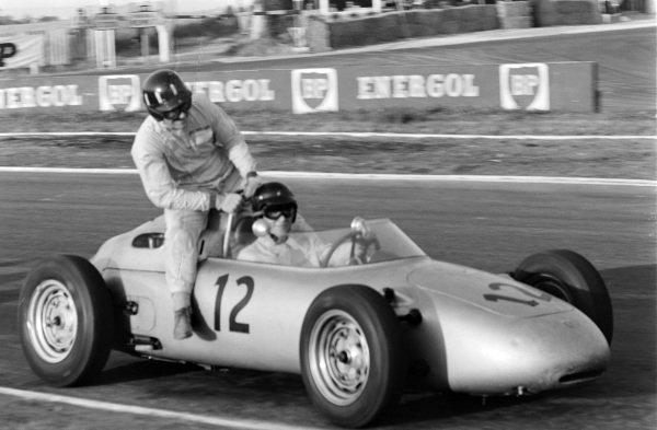 Dan Gurney, Porsche 718, gives Graham Hill a lift.
