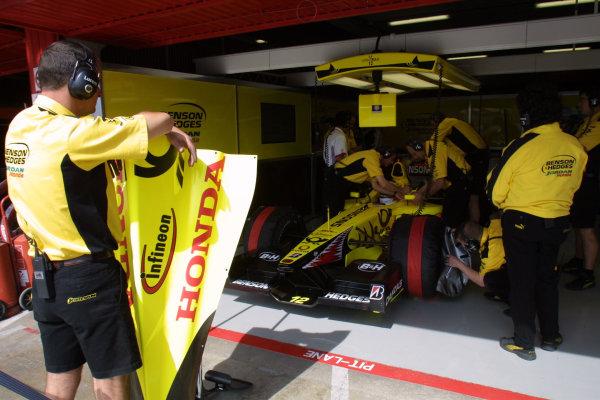 2001 Spanish Grand PrixCatalunya, Barcelona, Spain. 27-29 April 2001.Mechanics work on Jarno Trulli's Jordan EJ11 Honda.World Copyright - LAT Photographicref: 8 9 MB Digital File