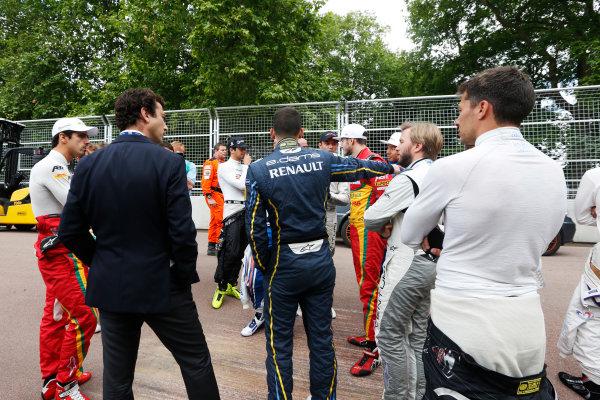 2014/2015 FIA Formula E Championship. London e-Prix, Battersea Park, London, UK. Saturday 27 June 2015. The drivers at the first corner as a new chicane is put in. World Copyright: Zak Mauger/LAT Photographic/Formula E. ref: Digital Image _L0U7687