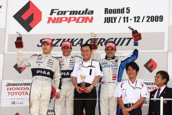 2009 Formula Nippon Championship.Suzuka, Japan. 11th - 12th July 2009.Rd5  - Winner Loic Duval ( #31 NAKAJIMA RACING ), 2nd position Takashi Kogure ( #32 NAKAJIMA RACING ), 3rd position Benoit Treluyer ( #2 LAWSON TEAM IMPUL ) and team director Satoru Nakajima , podium, portrait .World Copyright: Yasushi Ishihara/LAT Photographicref: Digital Image 2009FN_Rd5_006
