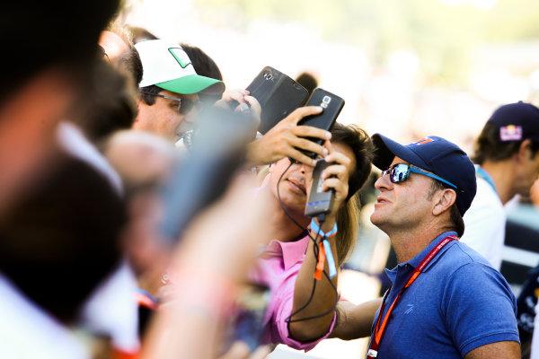 Interlagos, Sao Paulo, Brazil. Sunday 12 November 2017. Fans meet Rubens Barrichello. World Copyright: Coates/LAT Images  ref: Digital Image DJ5R1573