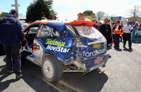 Carlos Sainz (ESP), his Ford Focus RS WRC showing signs of contact with a tree. Fia World Rally Championship, Rd12, Rally of New Zealand. Day Three. 06 October 2002.DIGITAL IMAGE