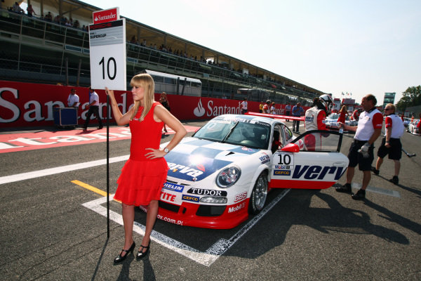 Kuba Giermaziak (POL) Verva Racing Team on the grid.