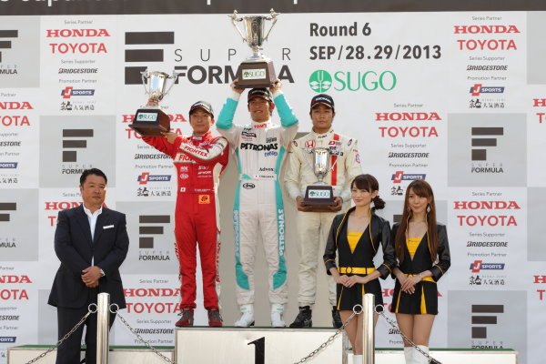 Sportsland Sugo, Japan. 28th - 29th September 2013. Rd 12 & 13. Rd.13 Winner  Yuichi Nakayama ( #36 PETRONAS TEAM TOM'S ) 2nd position Tomoki Nojiri ( #2  TODA RACING ) 3rd position Nobuharu Matsushita ( #7 HFDP  RACING ) podium World Copyright: Yasushi Ishihara/LAT Photographic. Ref: 2013JF3_Rd12-13_015