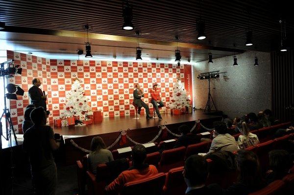 Fernando Alonso (ESP), Ferrari, with Juan Manuel Cendoya (ESP) Santander General Director of Communications.Santander Christmas Festivities, Madrid, Spain, Monday 19 December 2011. *** Local Caption *** RUBIO