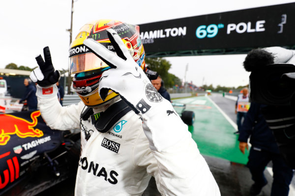 Autodromo Nazionale di Monza, Italy. Saturday 02 September 2017. Lewis Hamilton, Mercedes AMG, celebrates after taking his 69th F1 Pole Position. World Copyright: Steven Tee/LAT Images  ref: Digital Image _R3I4951