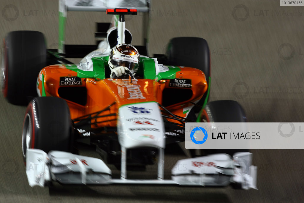Marina Bay Circuit, Singapore.24th September 2011.Adrian Sutil, Force India VJM04 Mercedes. Action. World Copyright: Andy Hone/LAT Photographicref: Digital Image CSP28481