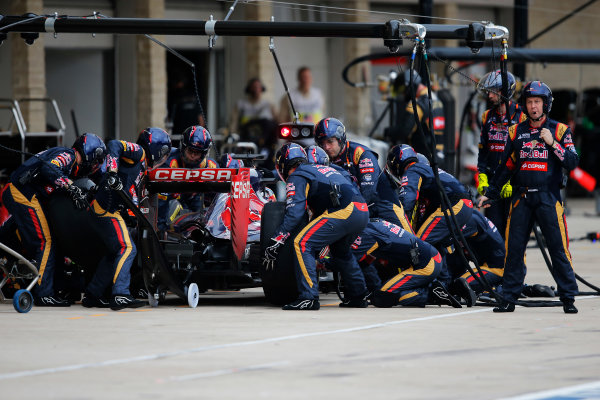Circuit of the Americas, Austin, Texas, United States of America. Sunday 25 October 2015. Max Verstappen, Toro Rosso STR10 Renault, makes a pit stop. World Copyright: Steven Tee/LAT Photographic. ref: Digital Image _X0W7229