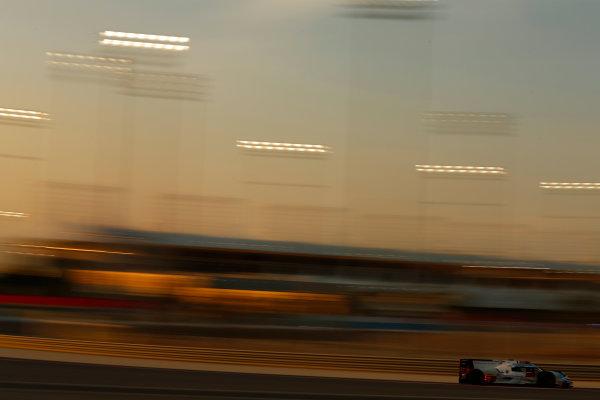 2015 FIA World Endurance Championship Bahrain 6-Hours Bahrain International Circuit, Bahrain Saturday 21 November 2015. Marcel F?ssler, Andr? Lotterer, Beno?t Tr?luyer (#7 LMP1 Audi Sport Team Joest Audi R18 e-tron quattro). World Copyright: Alastair Staley/LAT Photographic ref: Digital Image _R6T0025