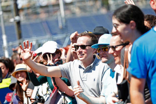 Monte Carlo, Monaco. Friday 22 May 2015. Fans wait for drivers autographs. World Copyright: Alastair Staley/LAT Photographic. ref: Digital Image _79P1438
