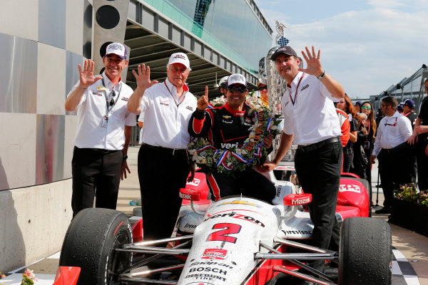 24 May, 2015, Indianapolis, Indiana, USA Juan Montoya celebrates with Roger Penske, Greg Penske and Tim Cindric in victory lane ?2015, Phillip Abbott LAT Photo USA