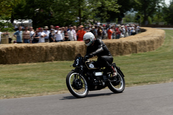 2005 Goodwood Festival of SpeedGoodwood Estate, West Sussex. 24th - 26th June Velocette Roarer. Action World Copyright: Gary Hawkins/LAT Photographicref: Digital Image Only