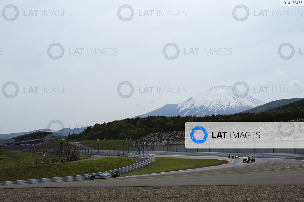 2014 Super Formula Series. Fuji, Japan. 17th - 18th May 2014. Rd 2. Race 2 - Mount Fuji atmosphere, action. World Copyright: Yasushi Ishihara / LAT Photographic. Ref: 2014SF_Rd2_030.JPG
