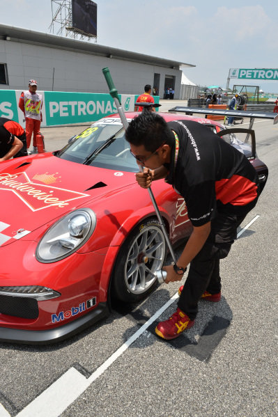 Ho-Pin Tung (CHN) Budweiser Team Absolute Racing on the grid. Porsche Carrera Cup Asia, Sepang, Malaysia, 28-30 March 2014.