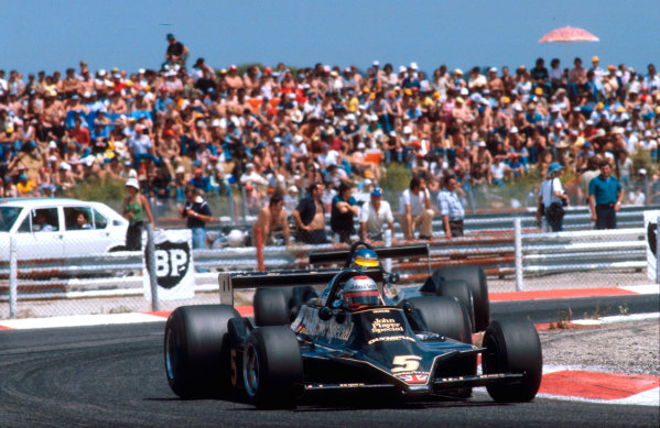 1978 French Grand Prix.Paul Ricard, Le Castellet, France.30/6-2/7 1978.Mario Andretti leads teammate Ronnie Peterson (both Lotus 79 Ford's) on the way to a 1-2 finish for Team Lotus. Ref-78 FRA 04.World Copyright - LAT Photographic