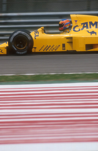 1990 San Marino Grand Prix.Imola, Italy.11-13 May 1990.Martin Donnelly (Lotus 102 Lamborghini). Despite a spin on the first lap, he recovered well to chase his way back up to 8th position by the end.Ref-90 SM 16.World Copyright - LAT Photographic