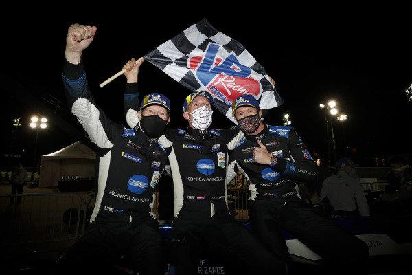 Winners #10 Konica Minolta Cadillac DPi-V.R. Cadillac DPi, DPi: Renger Van Der Zande, Ryan Briscoe, Scott Dixon