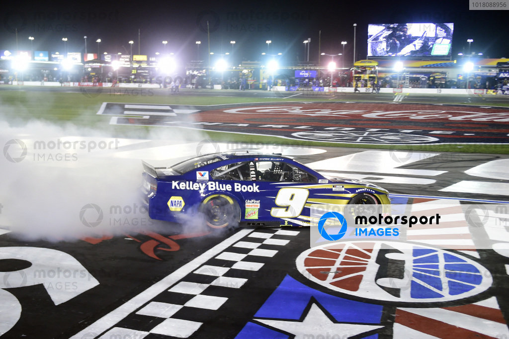 Race winner Chase Elliott, Hendrick Motorsports Chevrolet Kelley Blue Book celebrates  with a burnout Copyright: Jared C. Tilton/Getty Images