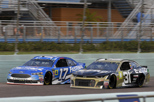 #17: Ricky Stenhouse Jr., Roush Fenway Racing, Ford Fusion Fastenal and #31: Ryan Newman, Richard Childress Racing, Chevrolet Camaro E-Z-GO