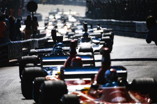 Niki Lauda, Ferrari 312B3 leads Jean-Pierre Jarier, Shadow DN3 Ford and Ronnie Peterson, Lotus 72E Ford.