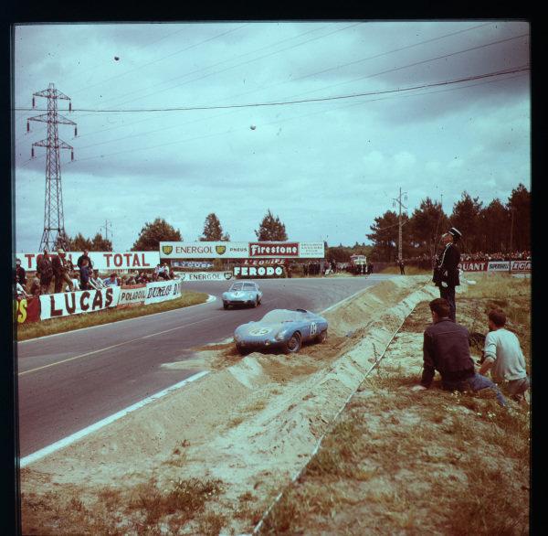 1961 Le Mans 24 hours.Le Mans, France.10-11 June 1961.Edgar Rollin/Rene Bartholoni pass the crashed car of Andre Moynet/Jean-Claude Vidilles (both DB HBR5-Panhard).Ref-3/0288.World - LAT Photographic
